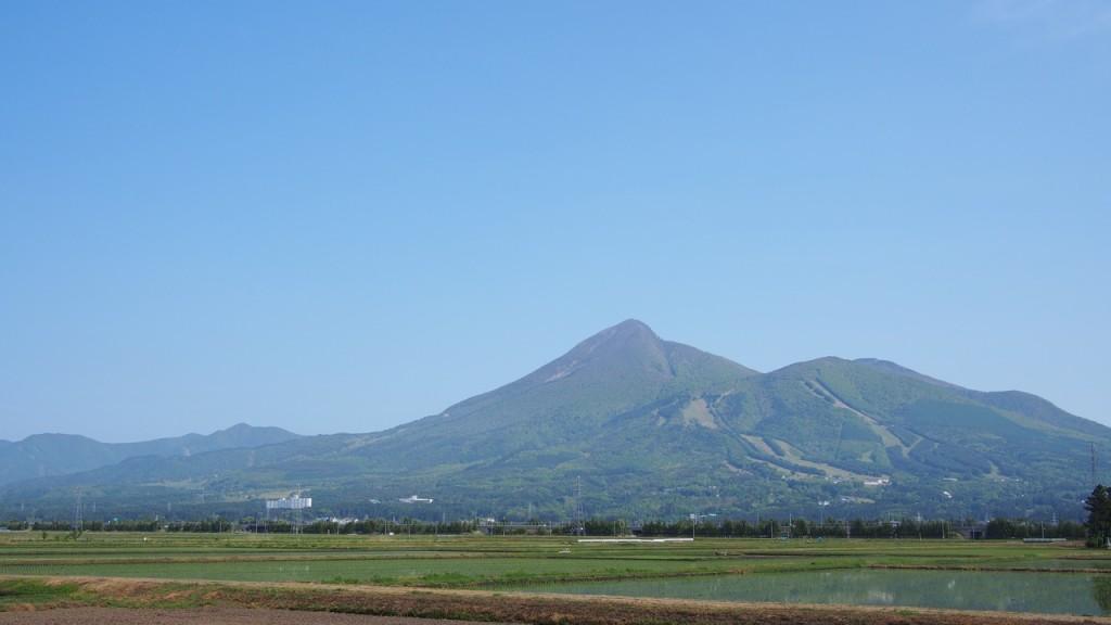 磐梯山。さすが宝の山は存在感が違う。心が救われるようなどっしりとした稜線